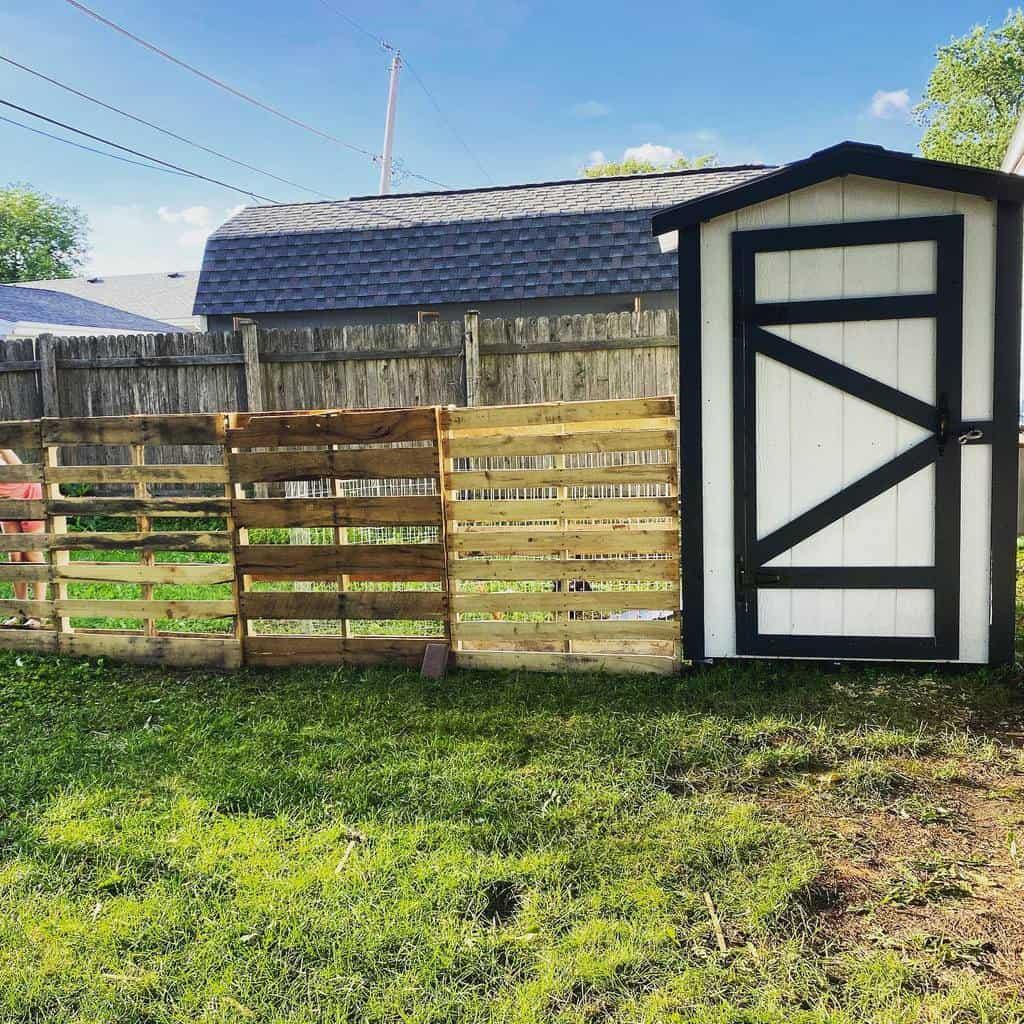 Backyard Pallet Fence Ideas -yard.ventures