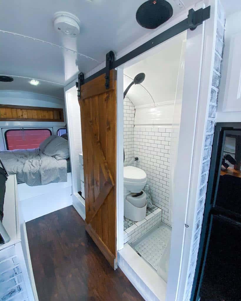 Bathroom Tiny House Ideas -numberjuanbus