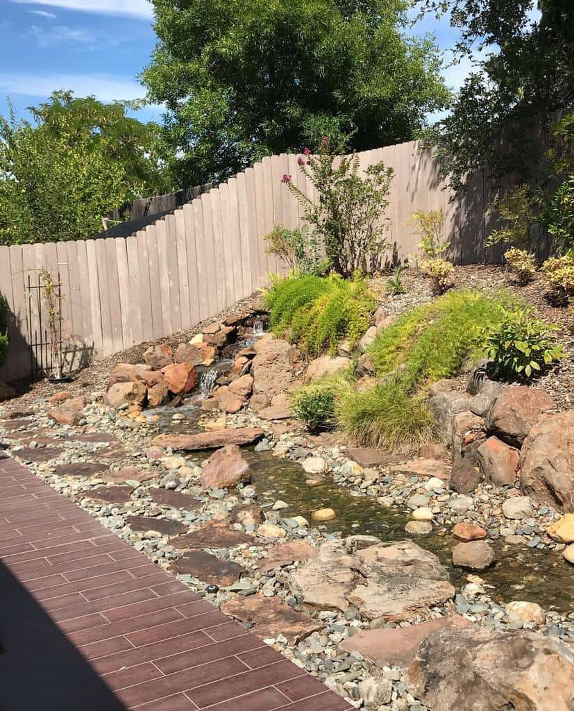 Boulder and Rocks Hardscaping Ideas -beckisemb