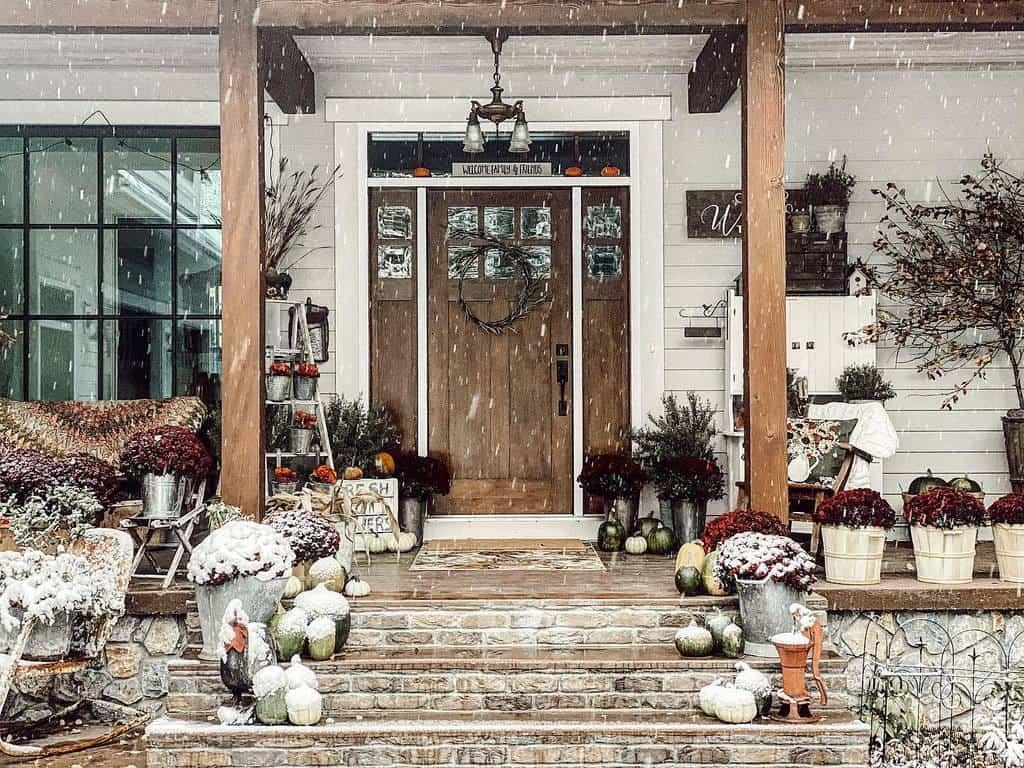 Christmas Front Porch Decorating Ideas -juliasgranddaughter
