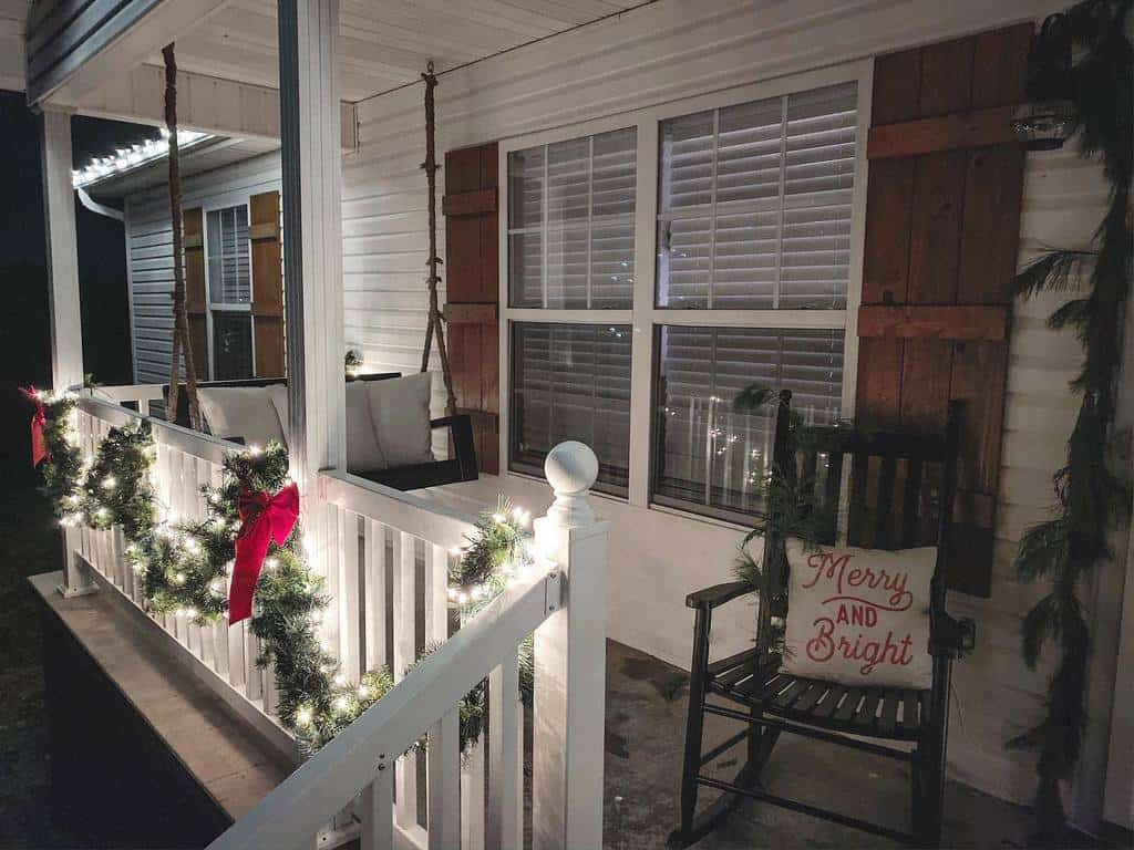 Christmas Front Porch Decorating Ideas -thelittlewhitehouseinthesouth