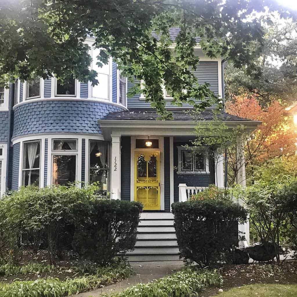 Cottage Curb Appeal Ideas-placeswecallhome