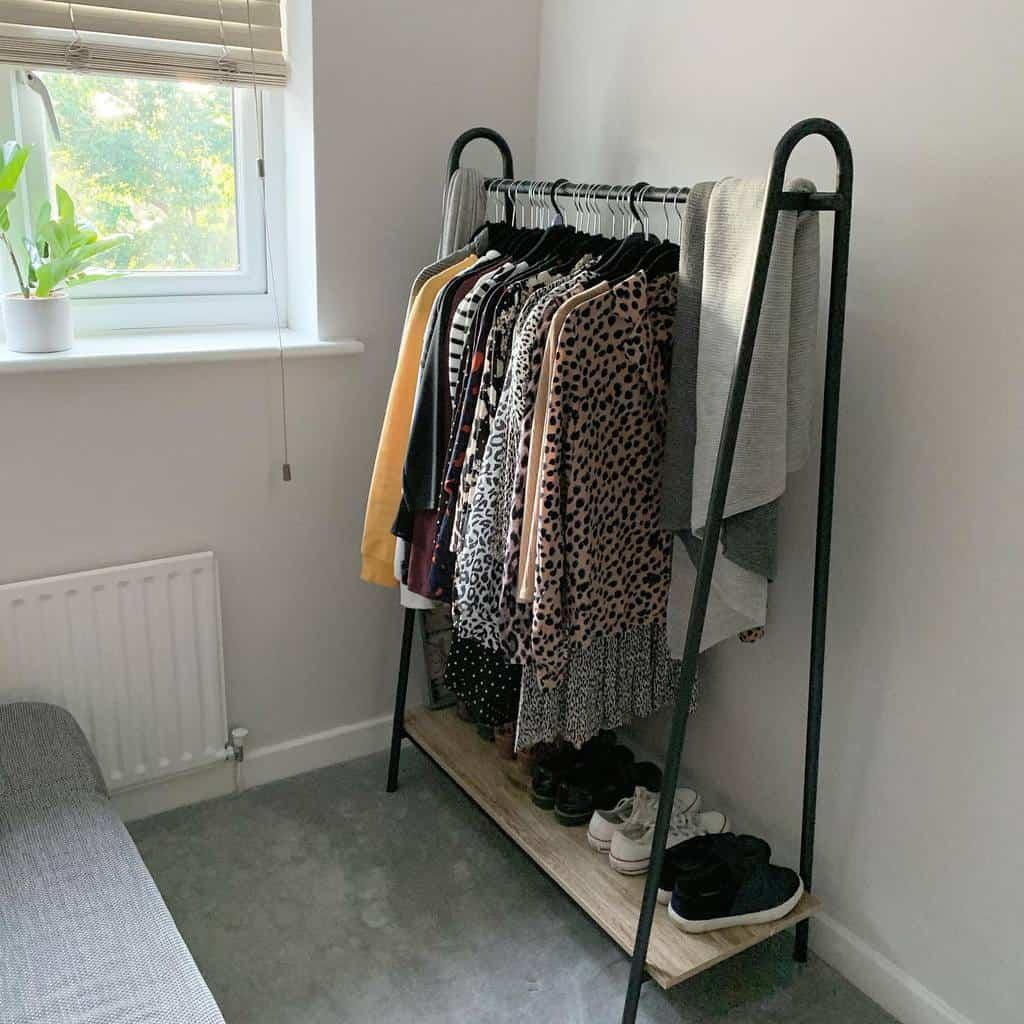 DIY Clothes Storage Ideas -squaresofourhome