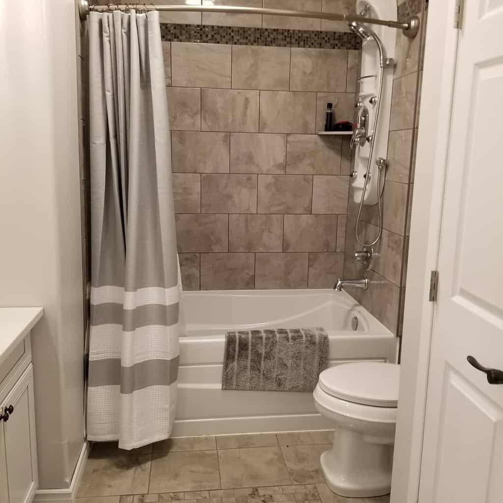 DIY Shower Curtain Ideas -dark.horse.designs