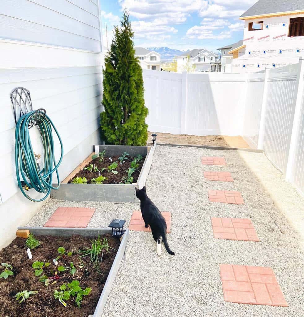 DIY Side Yard Ideas -emibremi