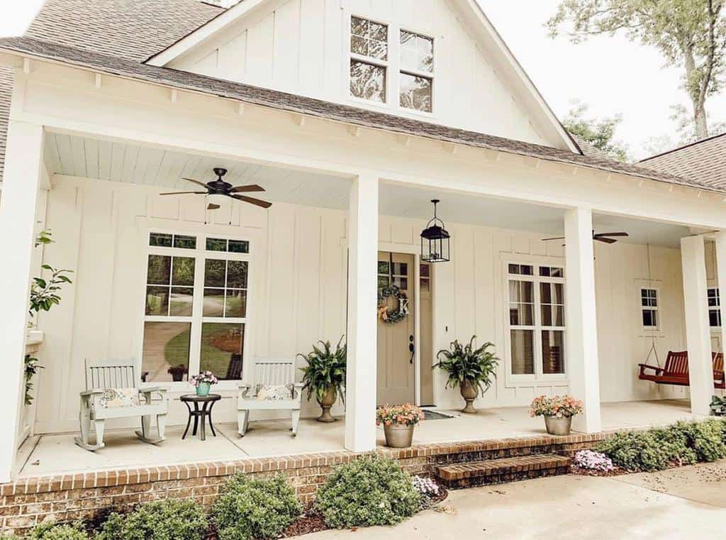 Farmhouse Front Porch Decorating Ideas -southernsurroundings