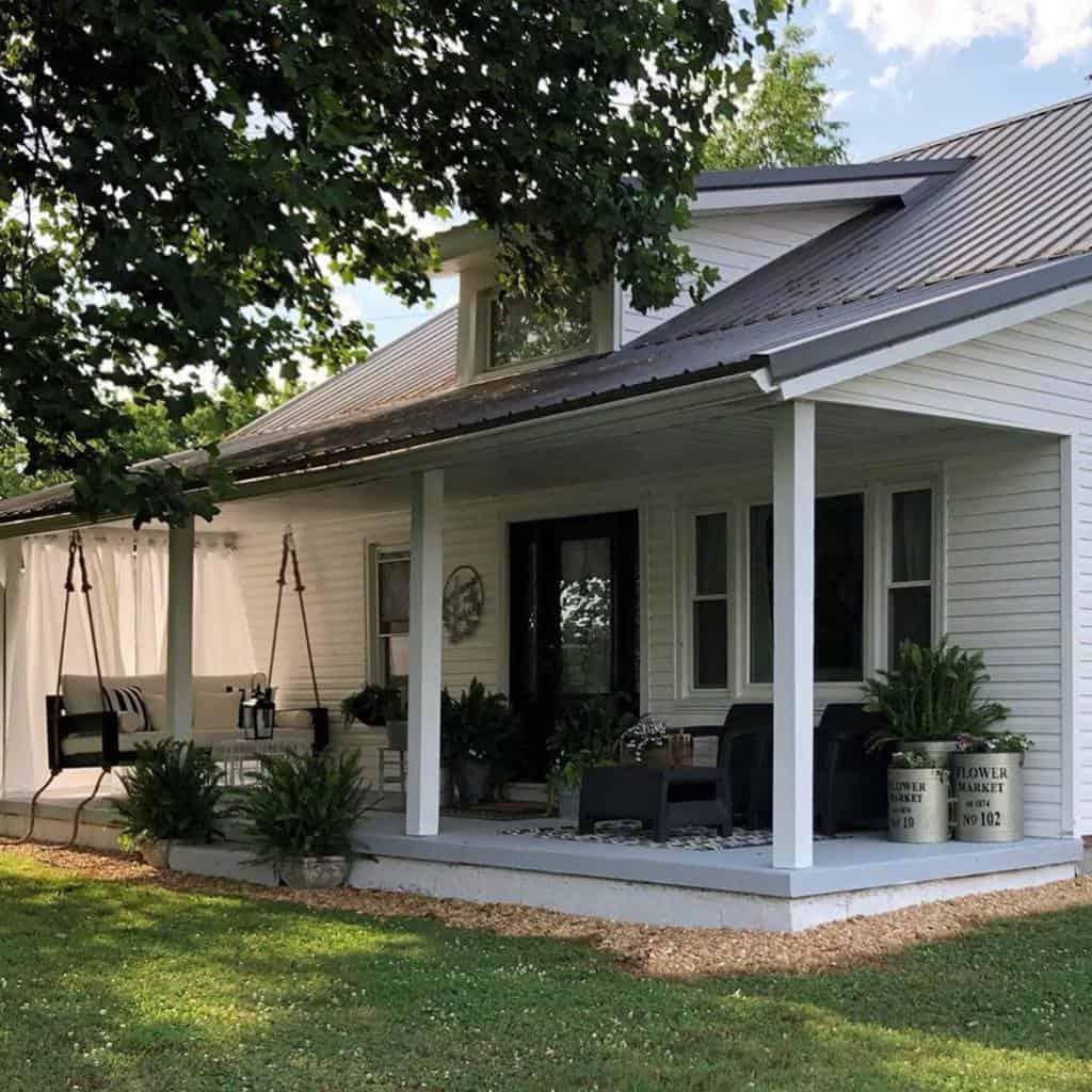 Farmhouse Front Porch Decorating Ideas -two.hens.design