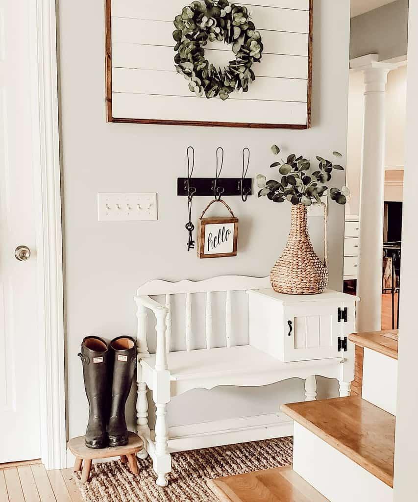Farmhouse Small Entryway Ideas -31girlathome