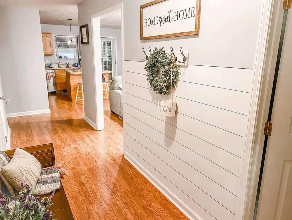 Farmhouse Small Entryway Ideas -kali_weisenberger