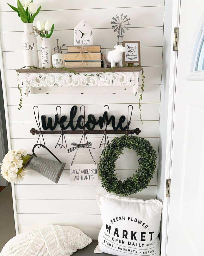 Farmhouse Small Entryway Ideas -michigangirl7