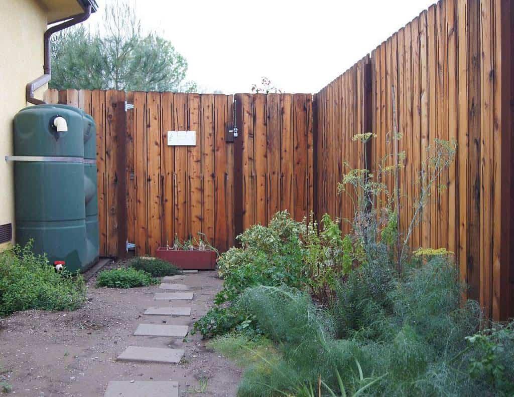 Fence Side Yard Ideas -backyardediblegarden
