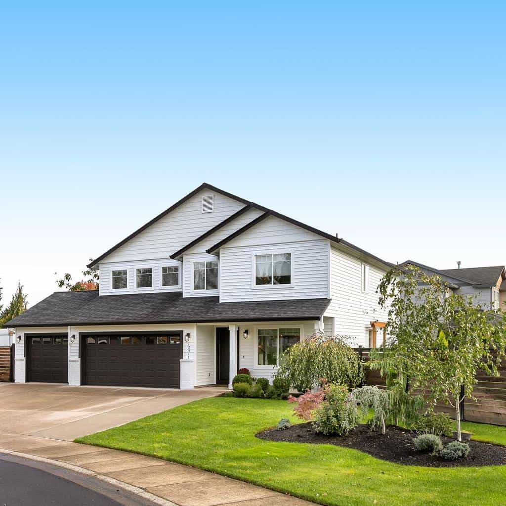 Front of House Curb Appeal Ideas -alinapitchenko