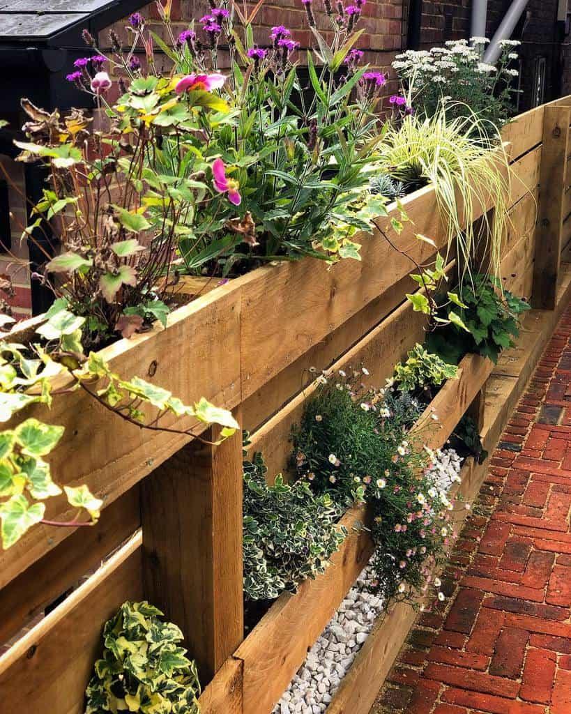 Garden Pallet Fence Ideas -doing_up_dewi