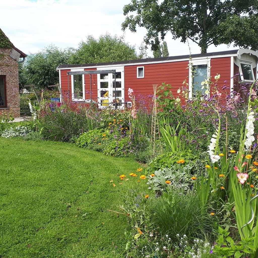 Garden Small House Ideas -euphrasie_the_vintage_caravan