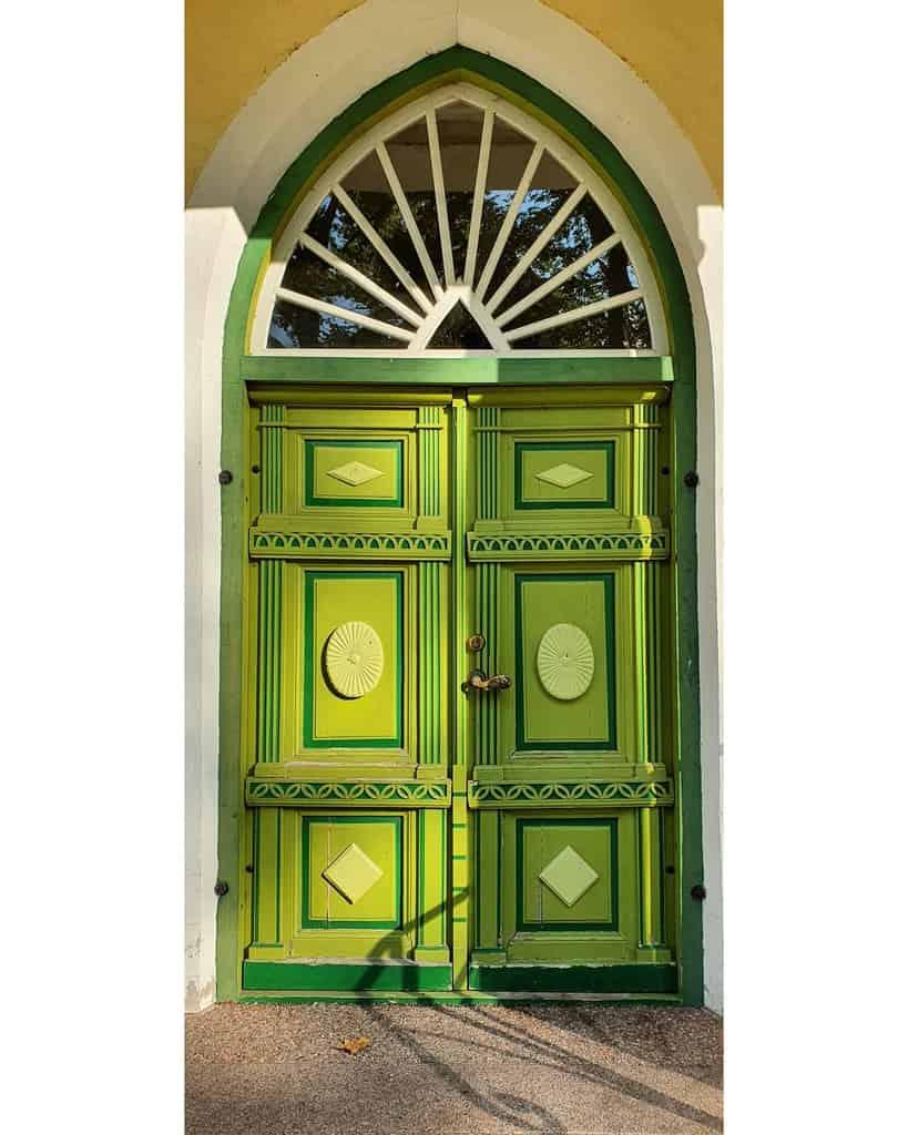 Green Front Door Ideas -vikmemo