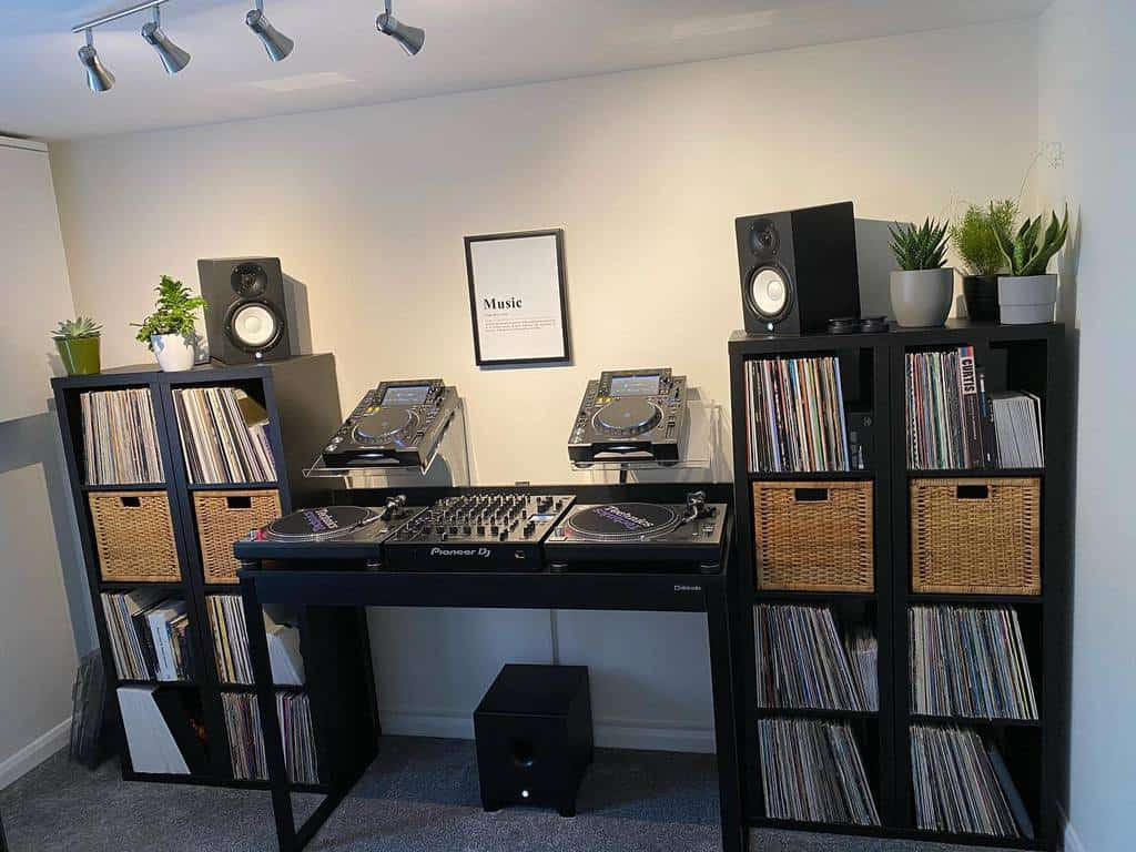 In House Music Room Ideas -richiebarthezdj