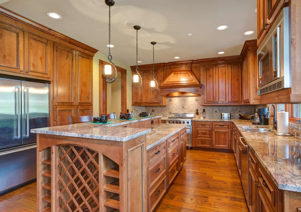 Gourmet,Kitchen,Boasts,A,Bar,Style,Kitchen,Island,With,Built-in