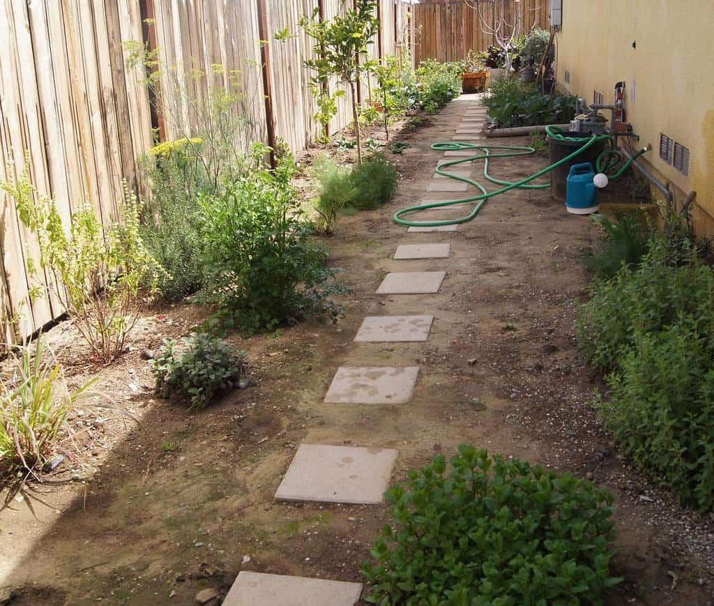 Landscape Side Yard Ideas -backyardediblegarden