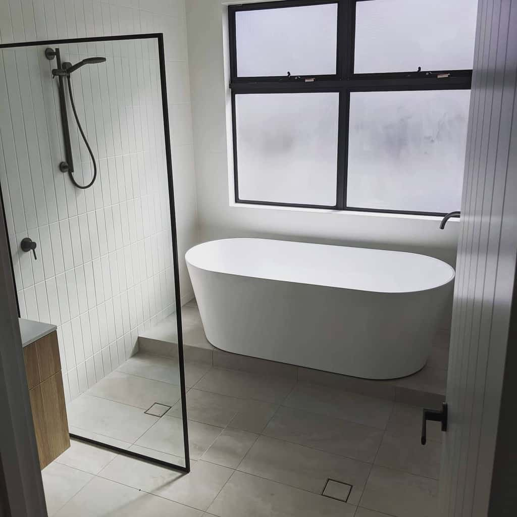 Minimalist Doorless Walk In Shower Ideas -apextilingco
