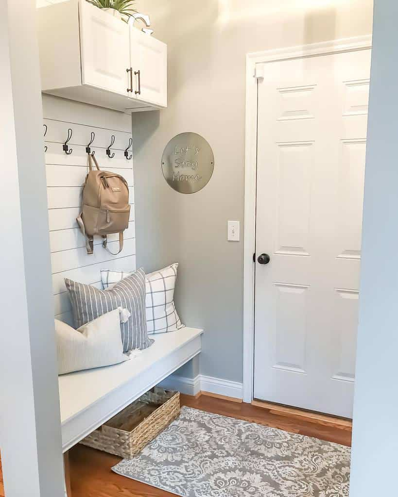 Modern Small Entryway Ideas -thelivedinlook