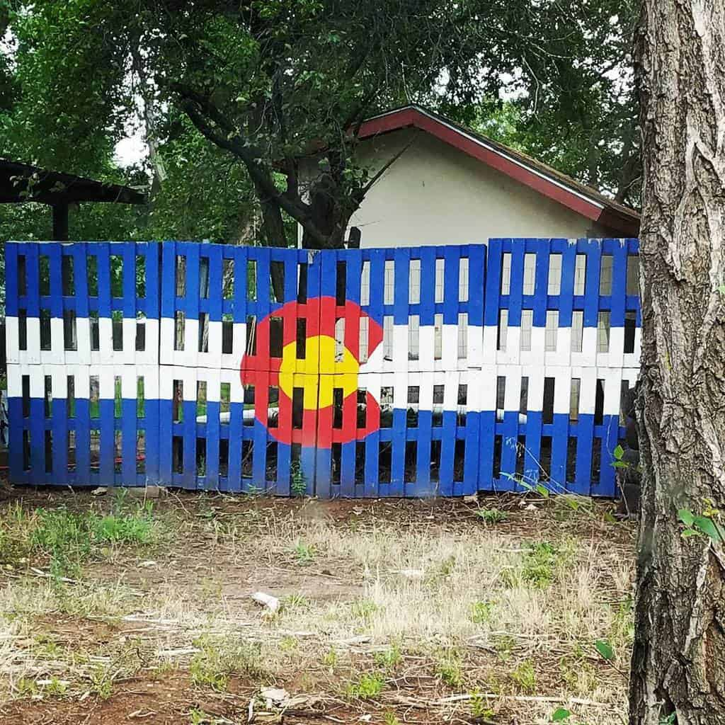 Painted Pallet Fence Ideas -scott.rice
