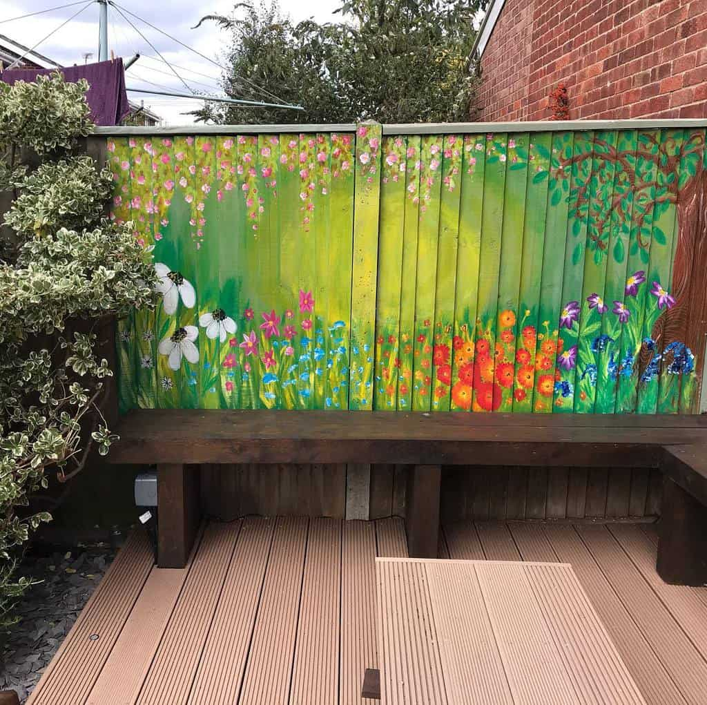 Painted Pallet Fence Ideas -thepeculiarpear