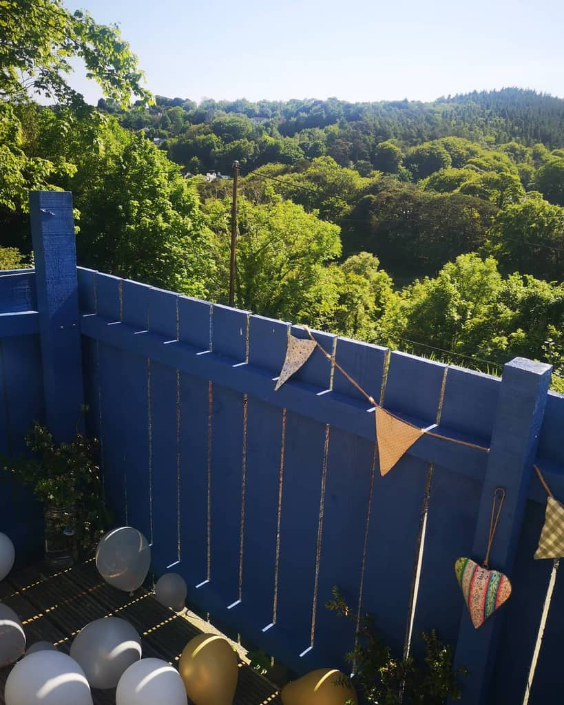 Painted Pallet Fence Ideas -thequirkylodge