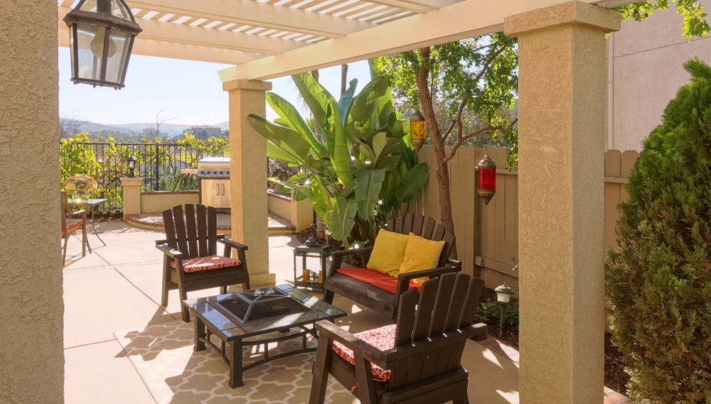 Beautiful,Outdoor,Living,Space,In,Suburban,California,Home