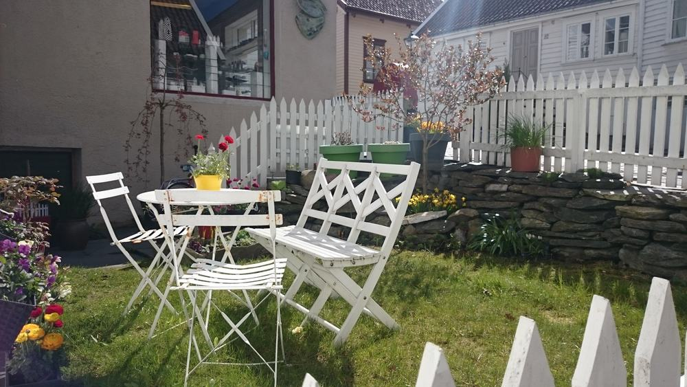 Scandinavian,Yard,,Stavanger,(norway).,Garden,With,A,Table,With,Red