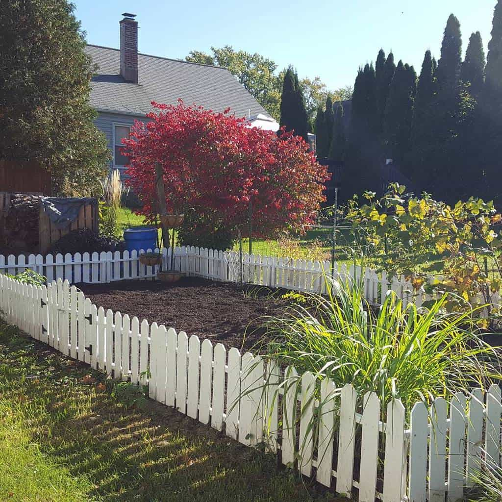 Picket Pallet Fence Ideas -s.c.williams