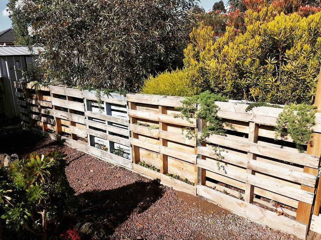 Recycled Pallet Fence Ideas -awwburke