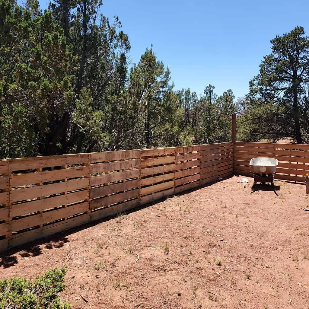 Recycled Pallet Fence Ideas -grandcanyongetaway