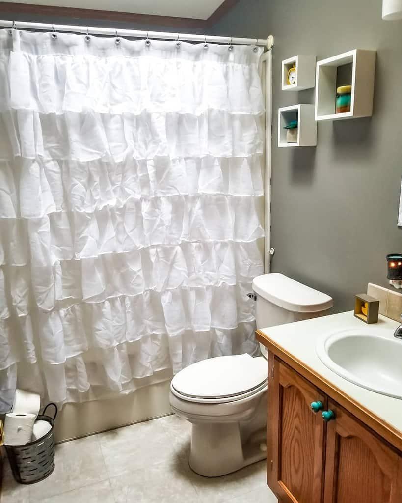 Ruffled Shower Curtain Ideas -lifeonelderave
