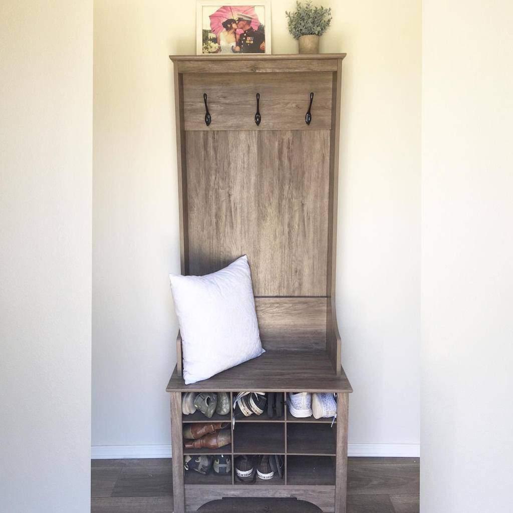 Rustic Small Entryway Ideas -hearthappyhomestead