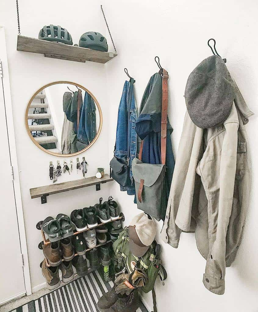 Rustic Small Entryway Ideas -lamaisondesigns