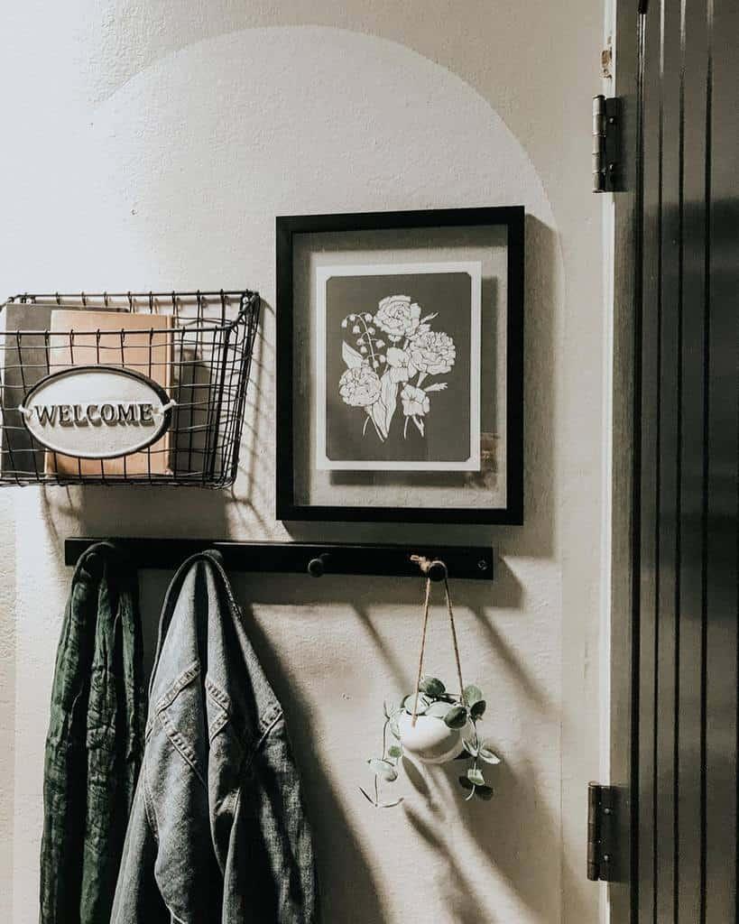 Rustic Small Entryway Ideas -littlesteelehouse