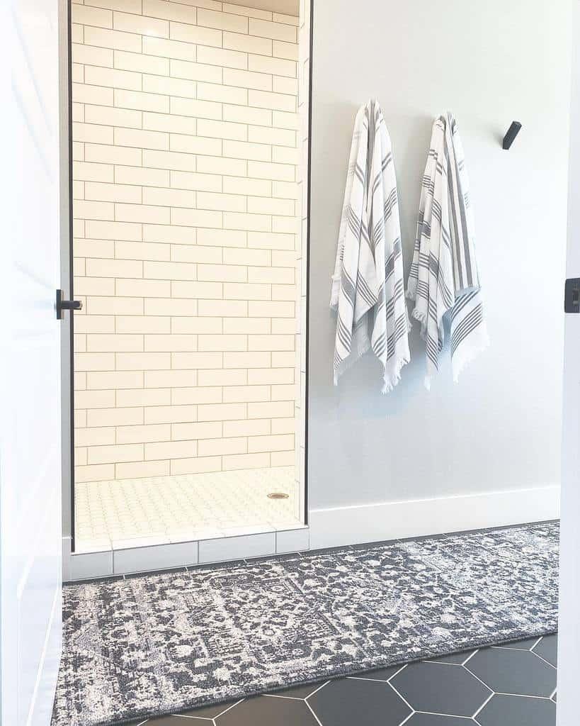 Simple Doorless Walk In Shower Ideas -lords_creek_homestead