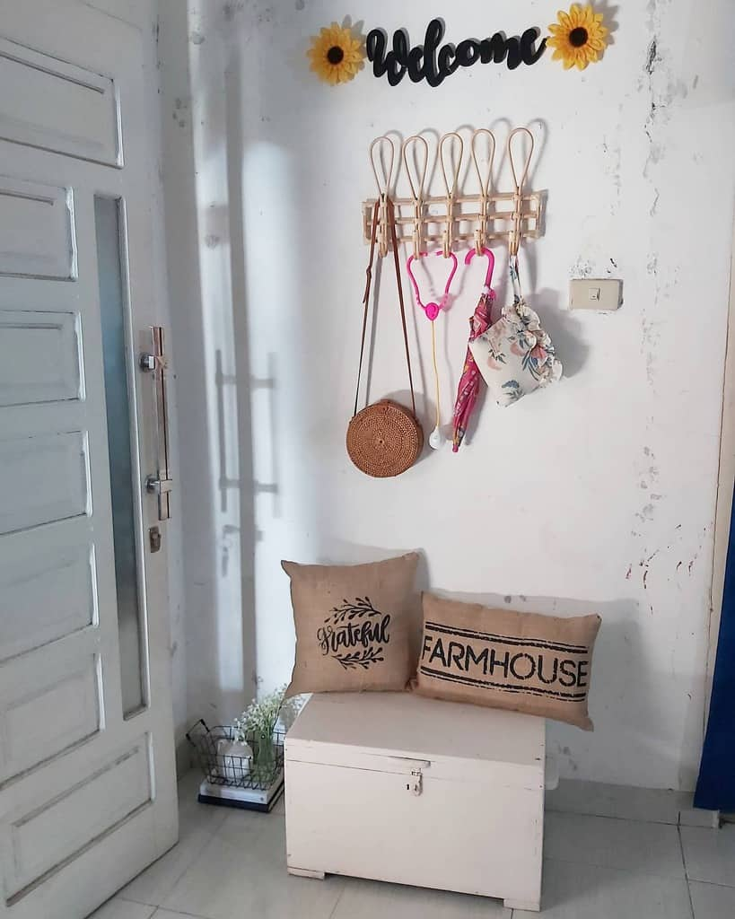 Simple Small Entryway Ideas -desty_homediary