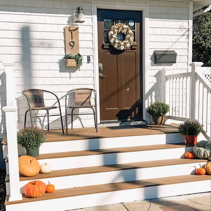Small Front Porch Decorating Ideas -littlehousebigfun
