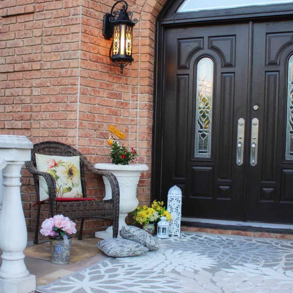 Small Front Porch Decorating Ideas -mays_creations