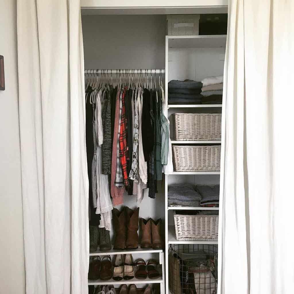Small Space Clothes Storage Ideas -heatherelizabeth98