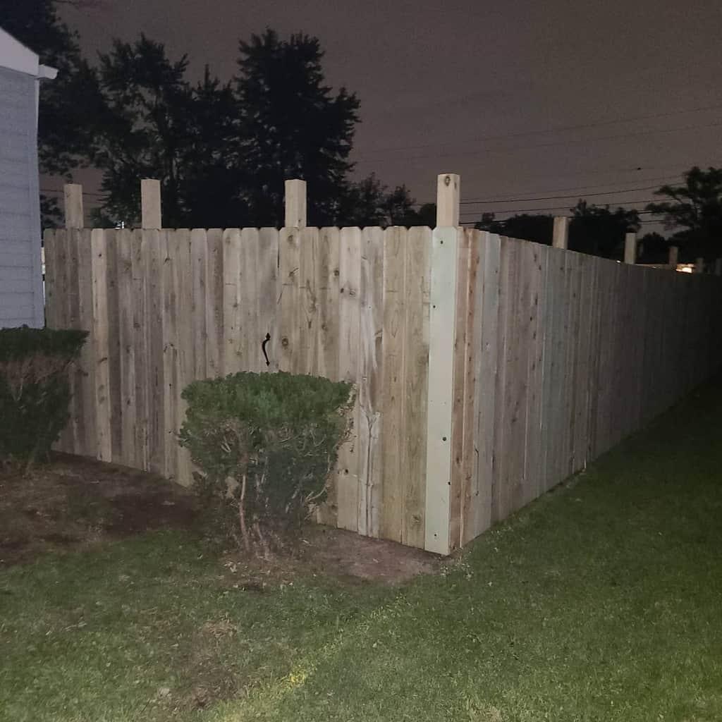 Tall Pallet Fence Ideas -bigdaddyericsr
