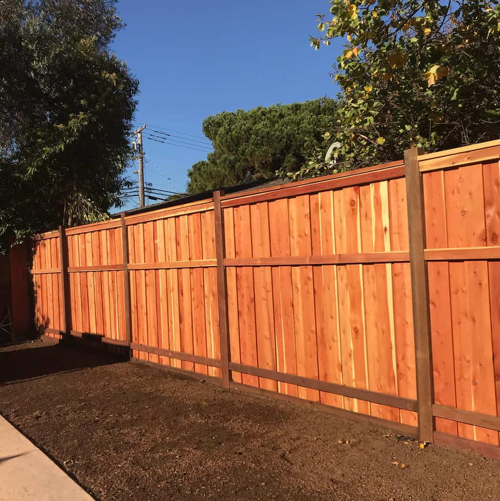 Tall Pallet Fence Ideas -reyes_landscaping17