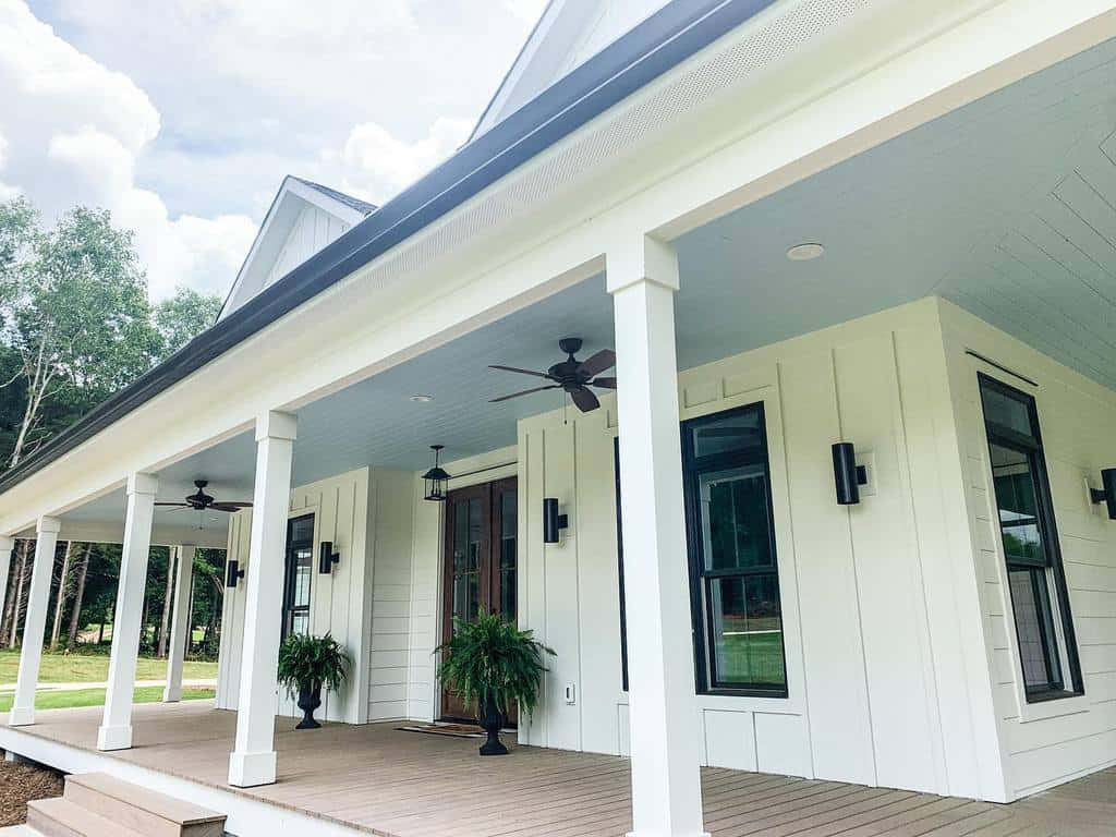 White Front Porch Decorating Ideas -squiresfarmhouseliving