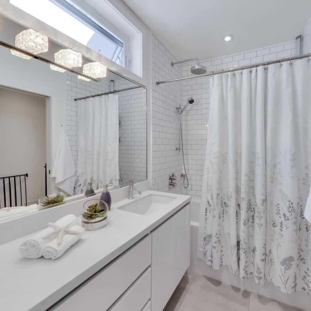 White Shower Curtain Ideas -torontodesigners