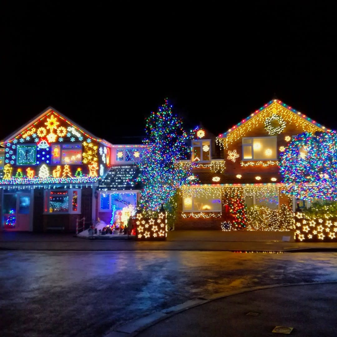 Exterior Christmas Lights Ideas -thechinchillalady
