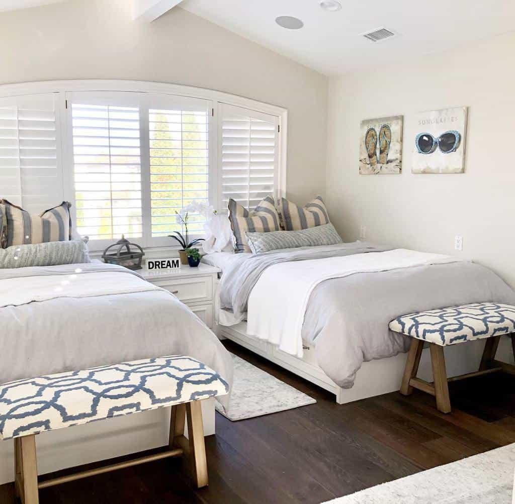 Contemporary Coastal Bedroom Ideas -d.zyneinteriors