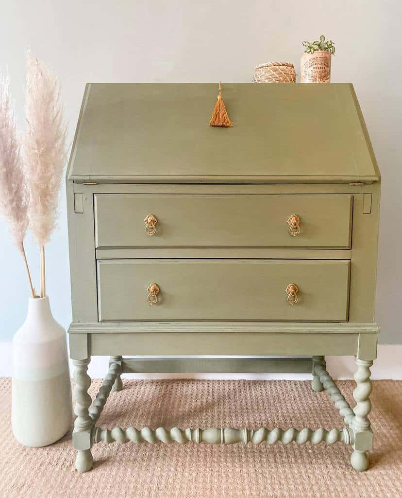 Light Color Chalk Paint Furniture Ideas -anarose_studio