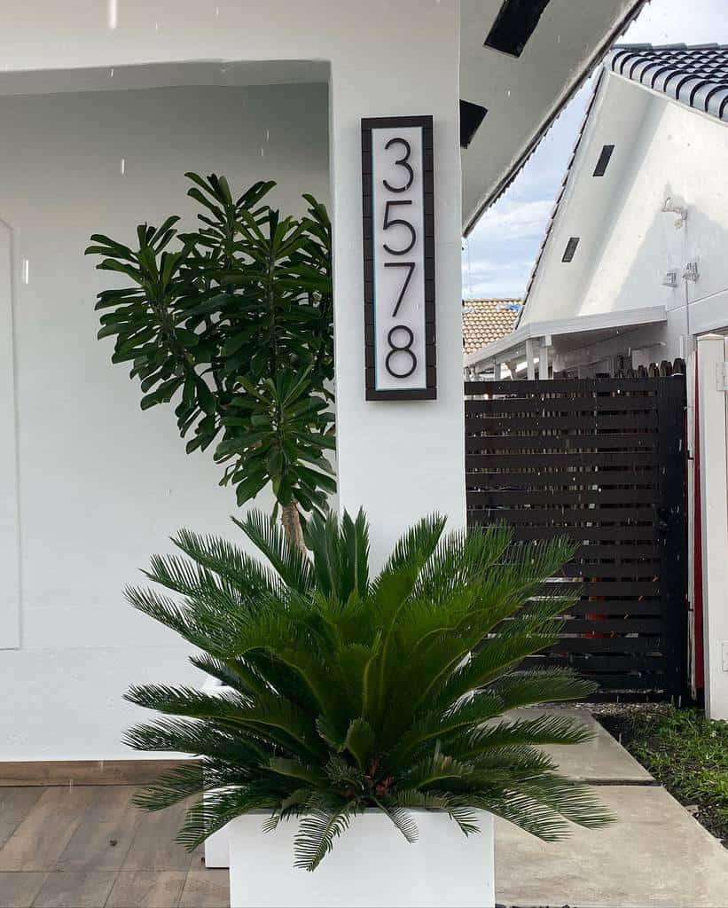 Modern House Number Ideas -3crowns_design