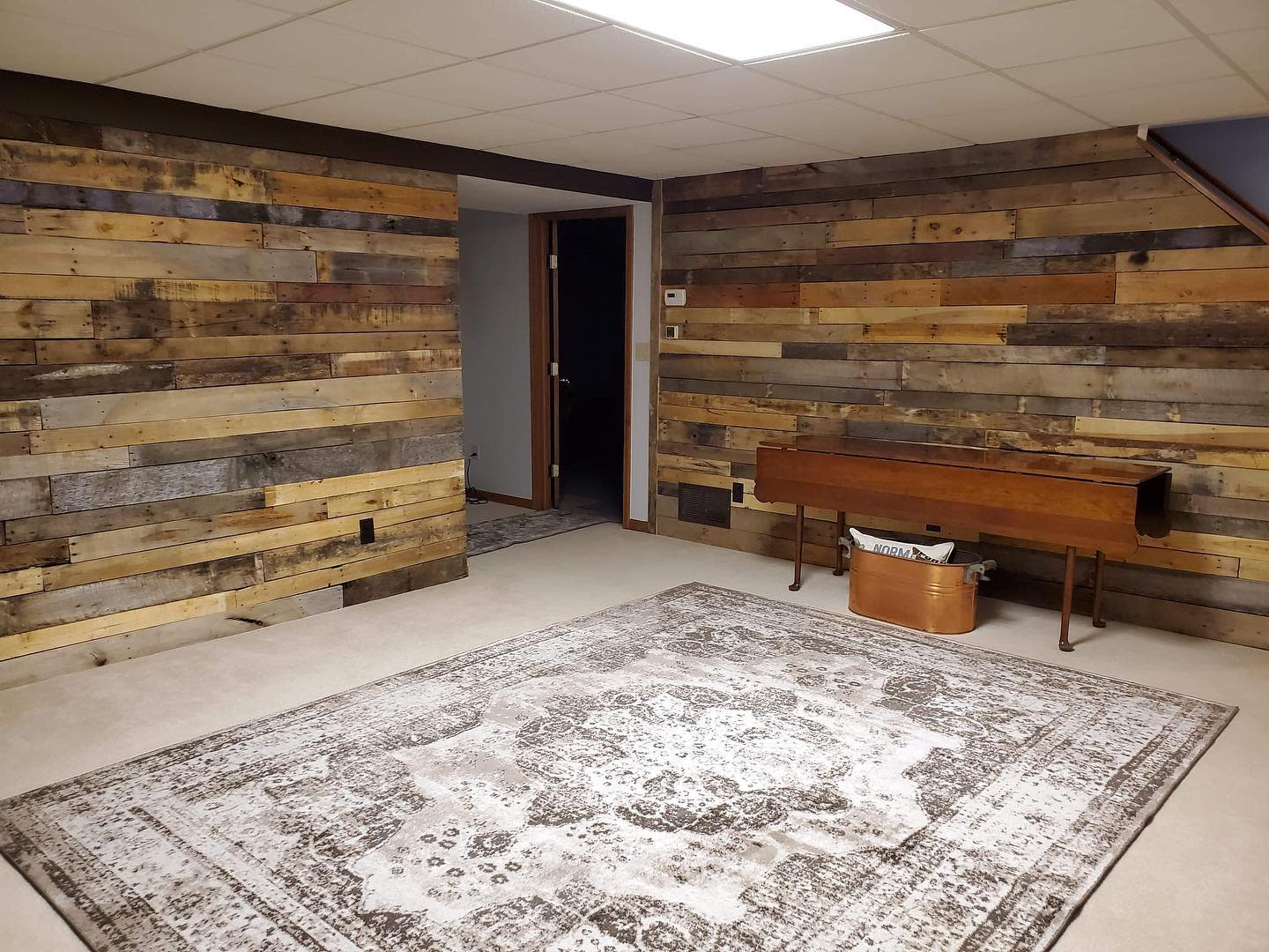 Interior Pallet Wall Ideas -redfoxreclaiming